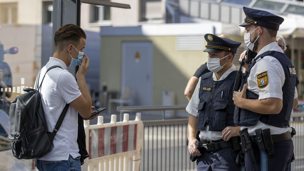 Half die Polizei bislang schon dabei, Menschen zum Maskentragen zu ermahnen, soll sie jetzt auch in Gesundheitsämtern aushelfen.