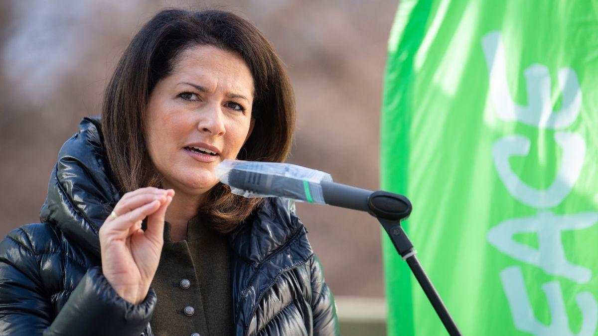 Bayerns Agrarministerin Kaniber auf einer Kundgebung für die Agrarwende.