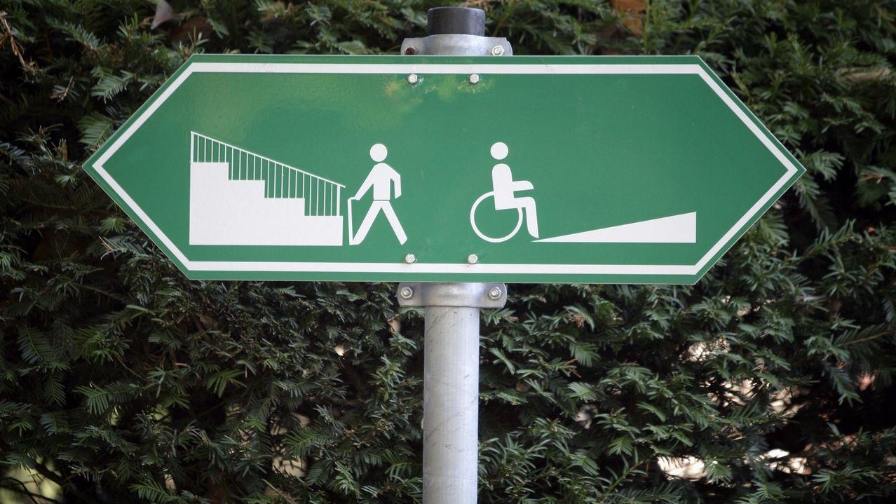 Ikonische Darstellung - Schild mit Rollstuhlfahrer-Symbol