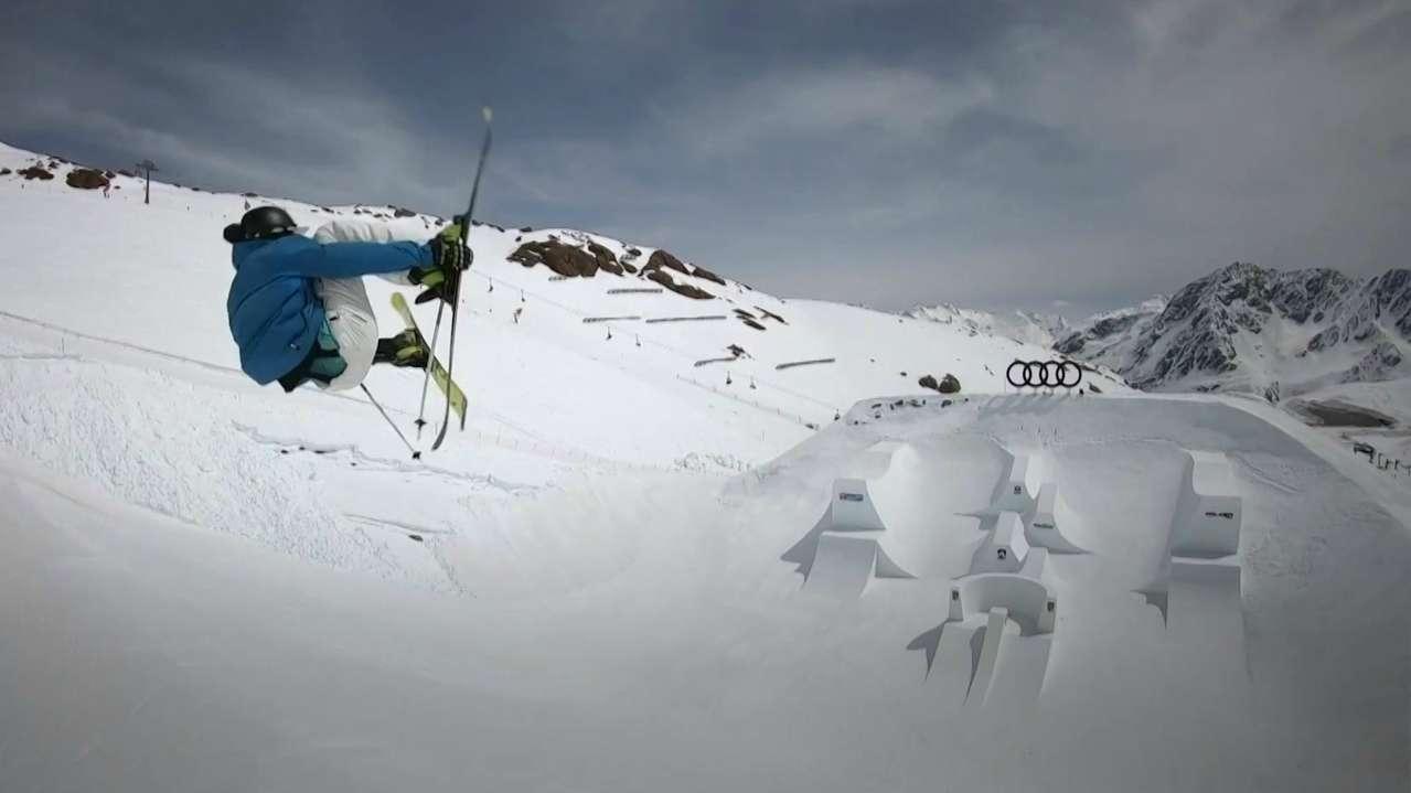 Ski-Freestyler in Action bei den Audi Nines