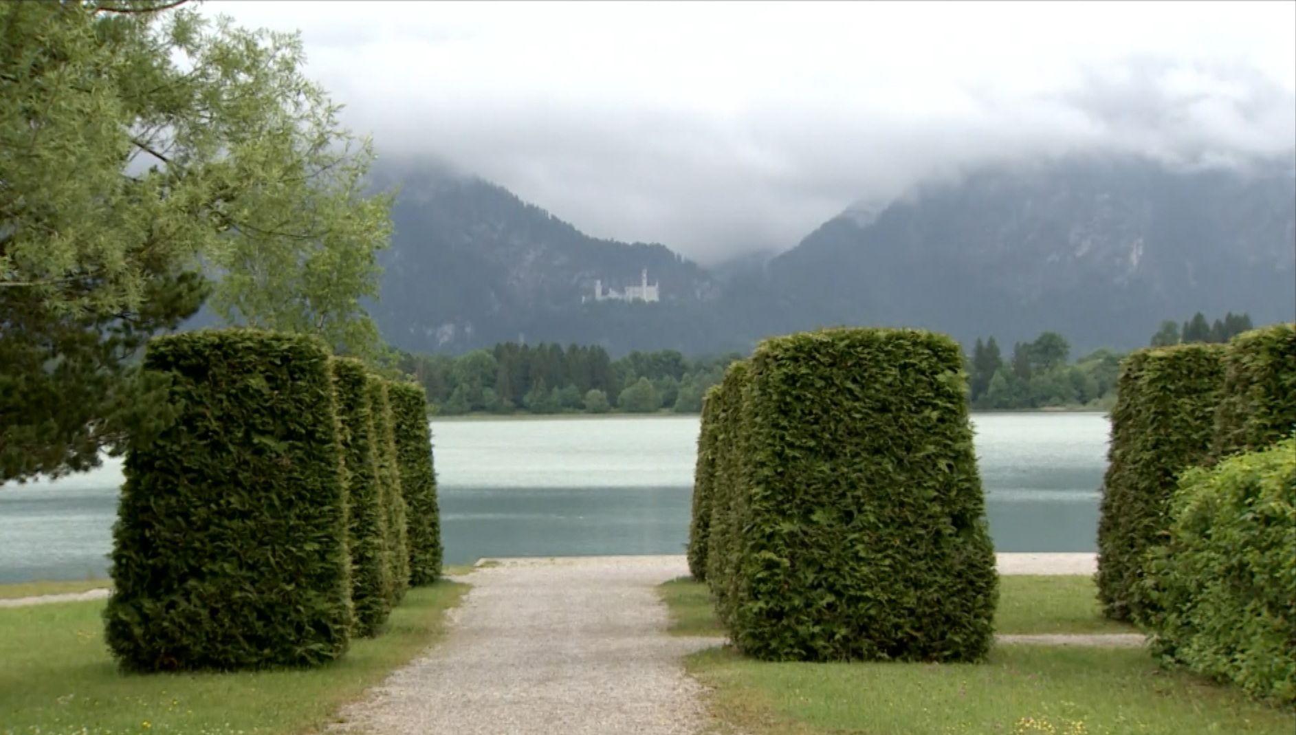 Wolken über dem Forggensee - Im Hintergrund Schloss Neuschwanstein