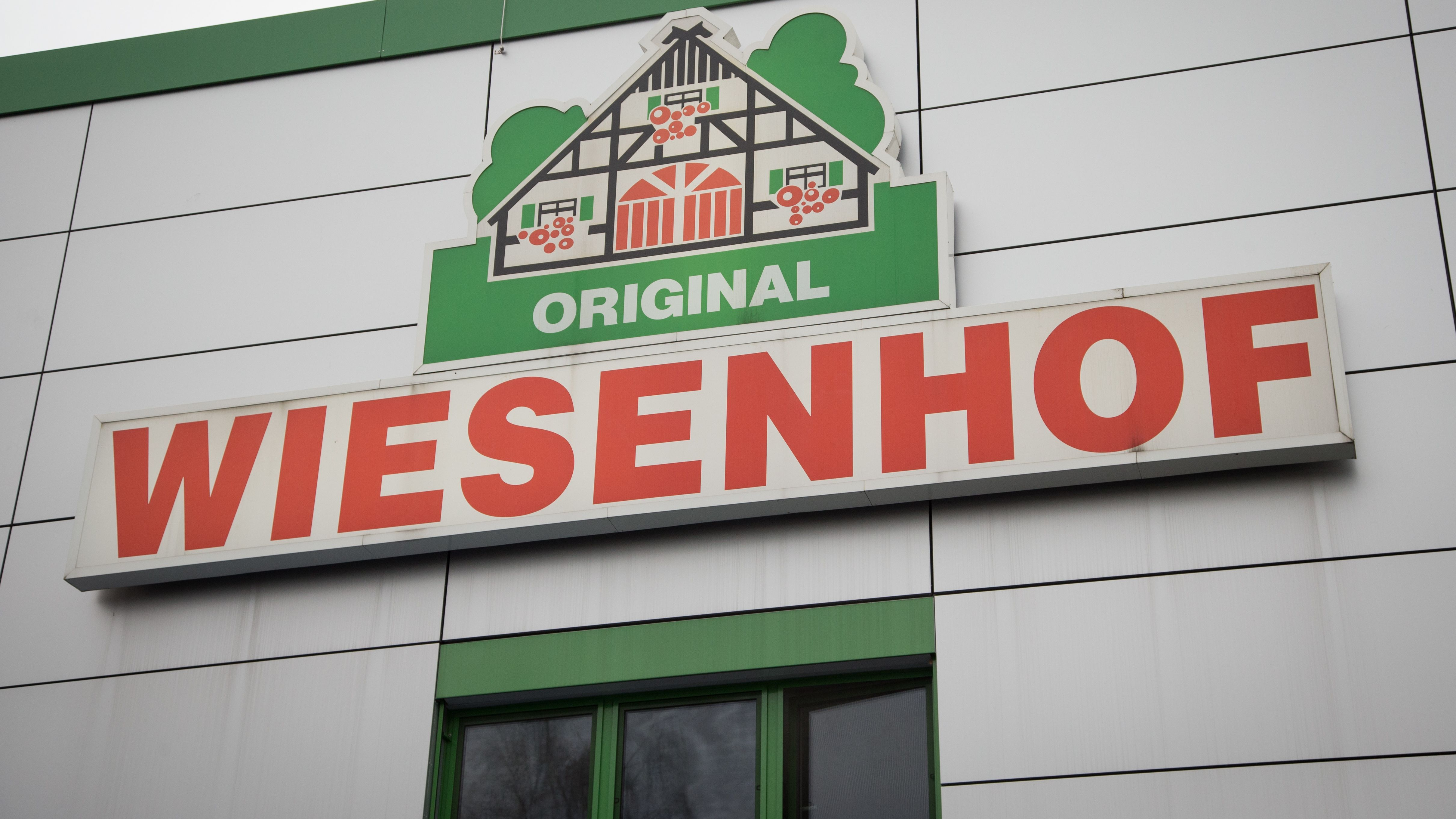 Archivbild: Wiesenhof-Logo / Wiesenhof möchte Insektenmehl statt Soja verfüttern.