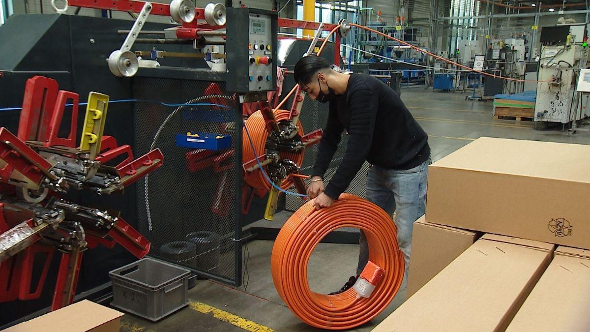 Mitarbeiter in der Produktion von Maincor