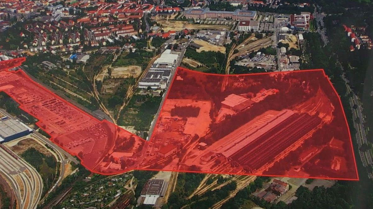 Luftbild vom Nürnberger Süden, rot eingefärbt die Fläche, auf der die Technische Universität Nürnberg gebaut werden soll