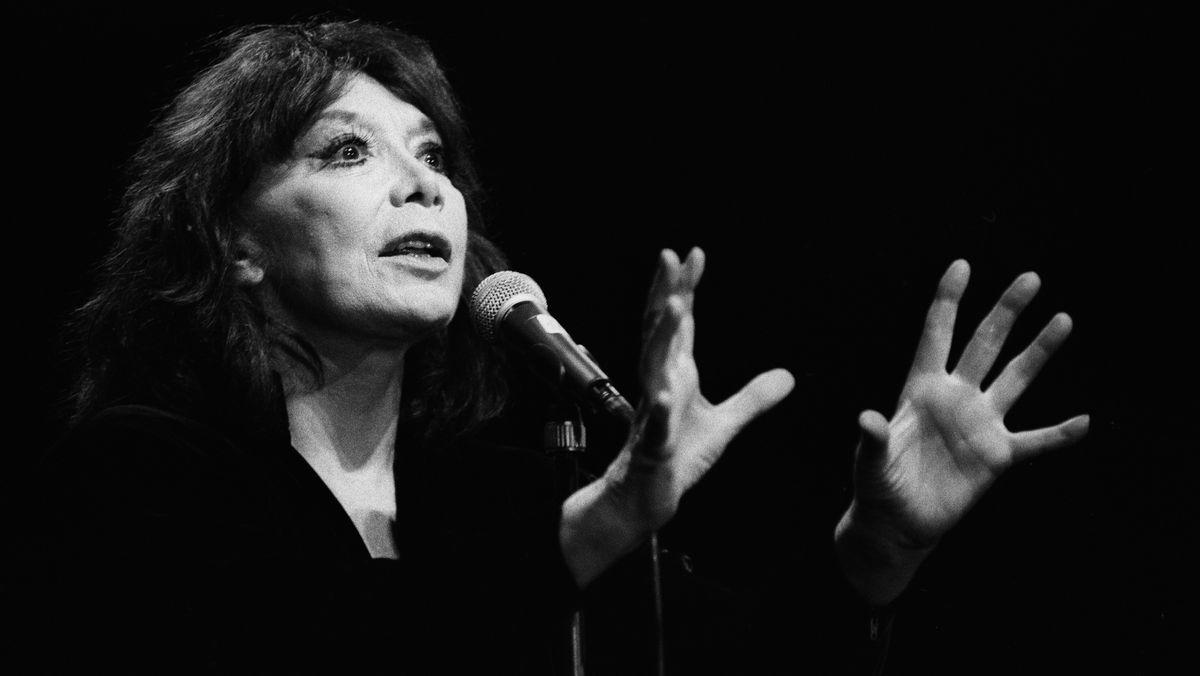 Die Chansonniere Juliette Greco, aufgenommen waehrend ihres Konzertes am 27. Juli 1991 am Paleo Festival in Nyon.