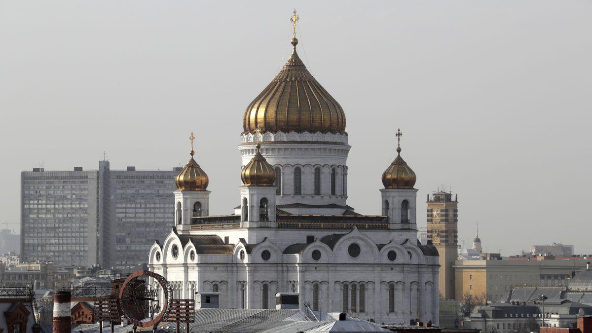 Moskau: Panorama mit Christ-Erlöser-Kathedrale.
