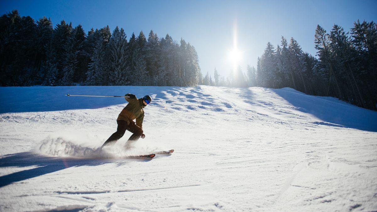Skifahrer im Skigebiet Garmisch.