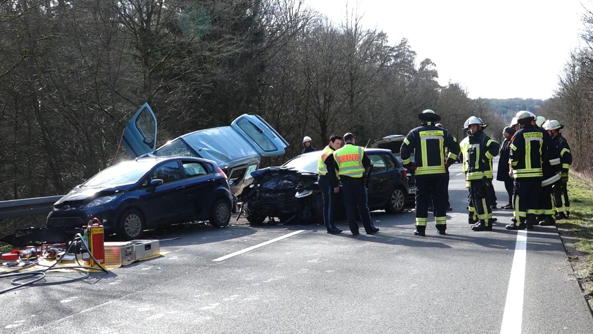 Bei einem schweren Unfall in Unterfranken ist ein 19-Jähriger ums Leben gekommen.