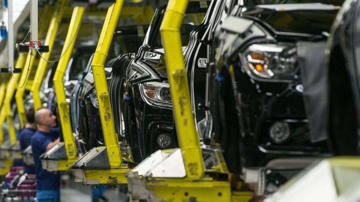 BMW stoppt im Werk Regensburg wegen Lieferengpässen bei Chip-Bauteilen die Produktion
