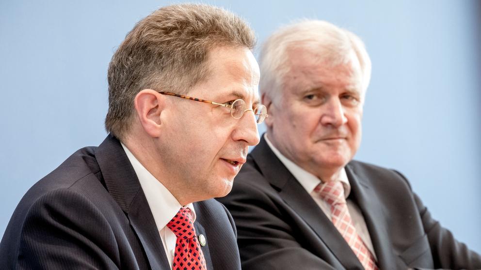 Bundesinnenminister Seehofer und Verfassungsschutzpräsident Maaßen (Archivbild)   Bild:dpa/picture-alliance/Michael Kappeler