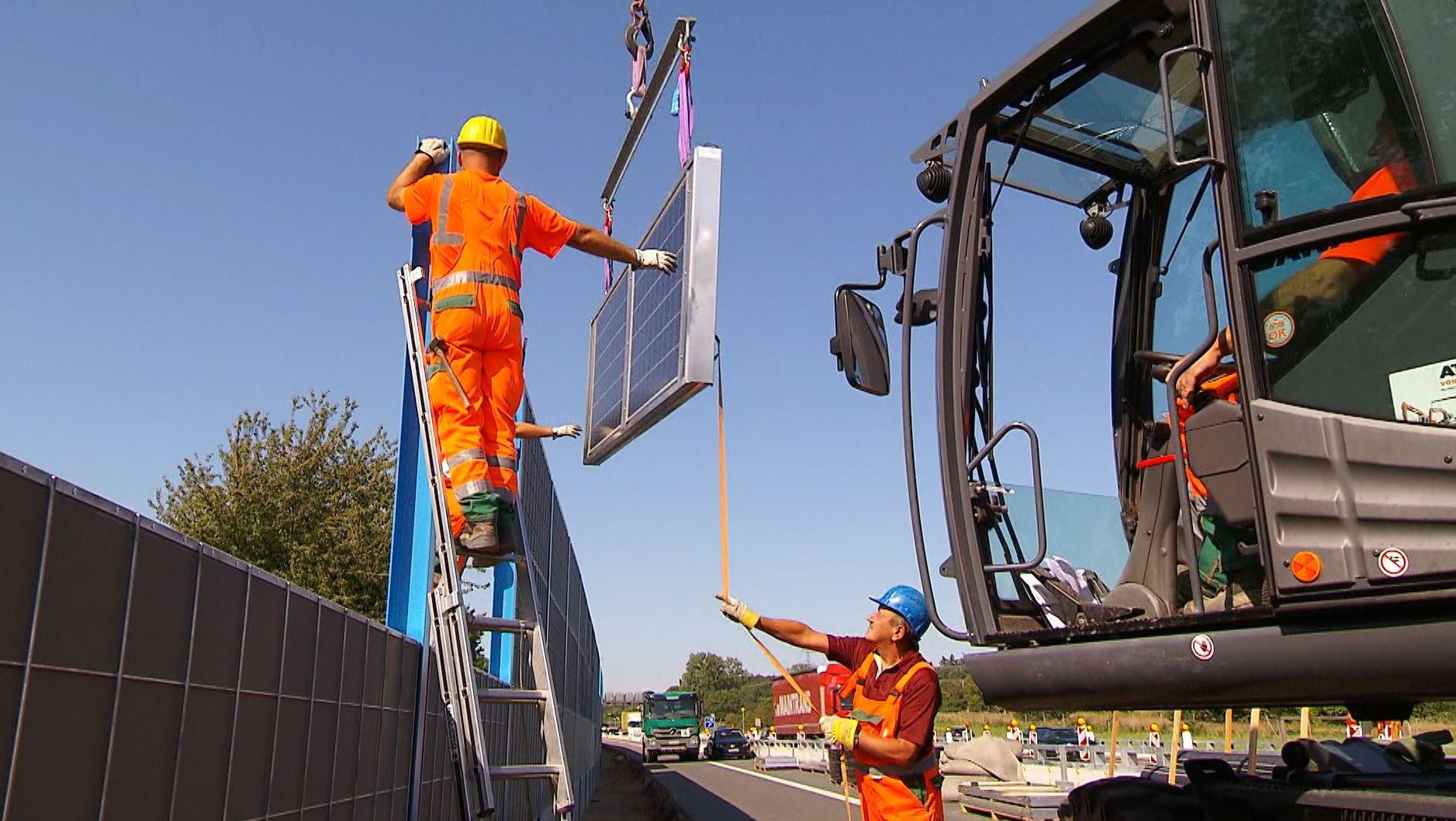 Bau der Photovoltaik-Lärmschutzwand an der A3 bei Aschaffenburg