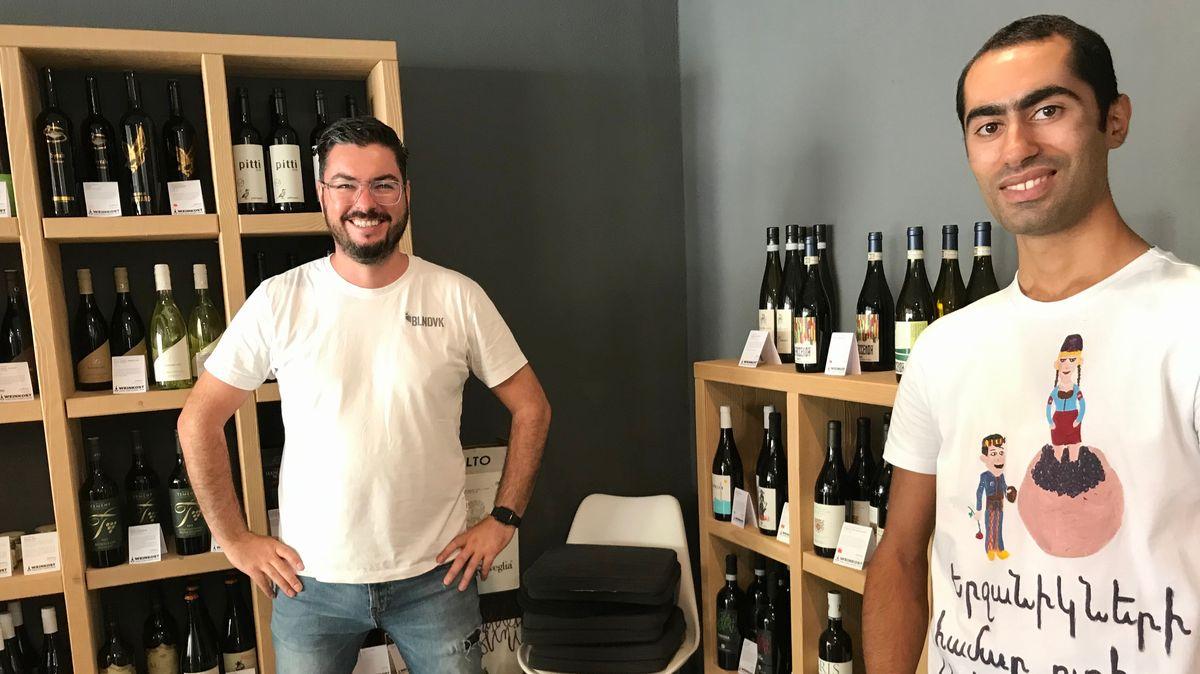 """Winzer Garnik Harunyan (rechts) und Sven Neugebauer von """"Weinkost"""" in Höchberg"""