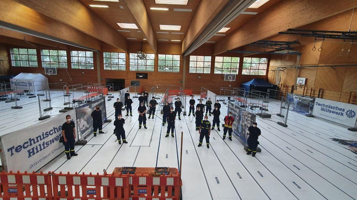 Aufbau des kommunalen Schnelltestzentrums in der Georg-Wichtermann-Halle