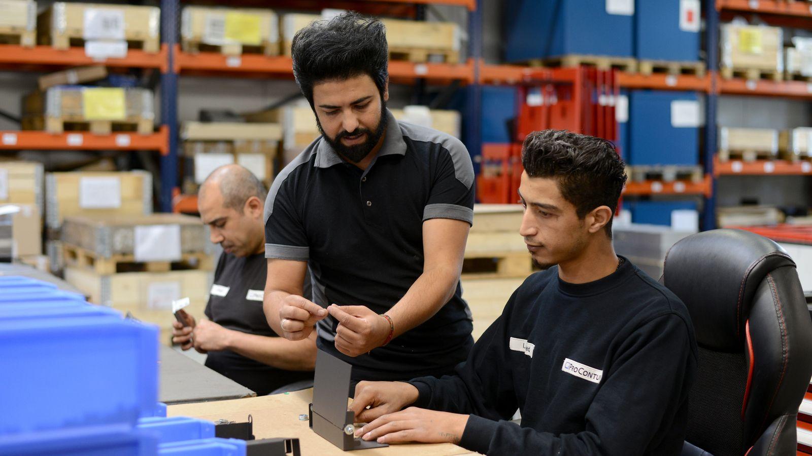 Migranten bei der Arbeit in einem Betrieb in Wittlich