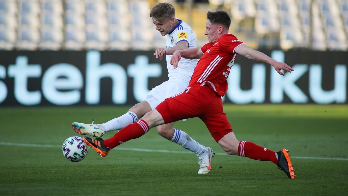 Spielszene FC Bayern II - 1. FC Saarbrücken