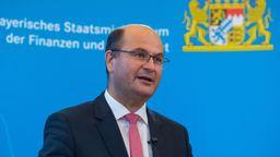 Lichtblick bei den Steuereinnahmen 2021: Bayerns Finanzminister Füracker  | Bild:picture alliance/dpa | Lino Mirgeler