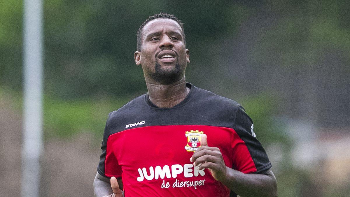 Kickers-Neuzugang Douglas vor wenigen Wochen beim Training der Go Ahead Eagles Deventer