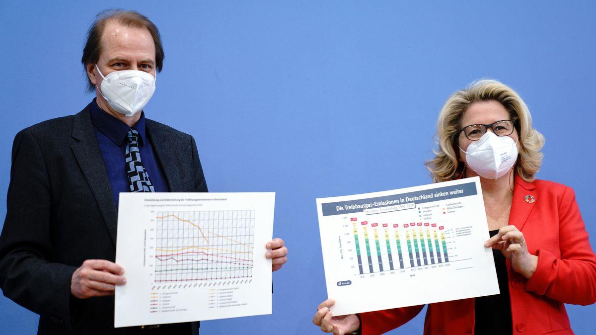 Der Chef des Bundesumweltamtes Dirk Messner und Bundesumweltministerin Svenja Schulze (SPD).