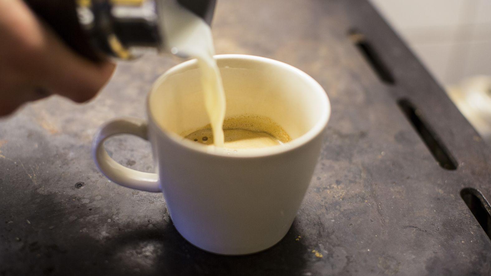Mit Bakterien verseucht: Discounter rufen Milch zurück