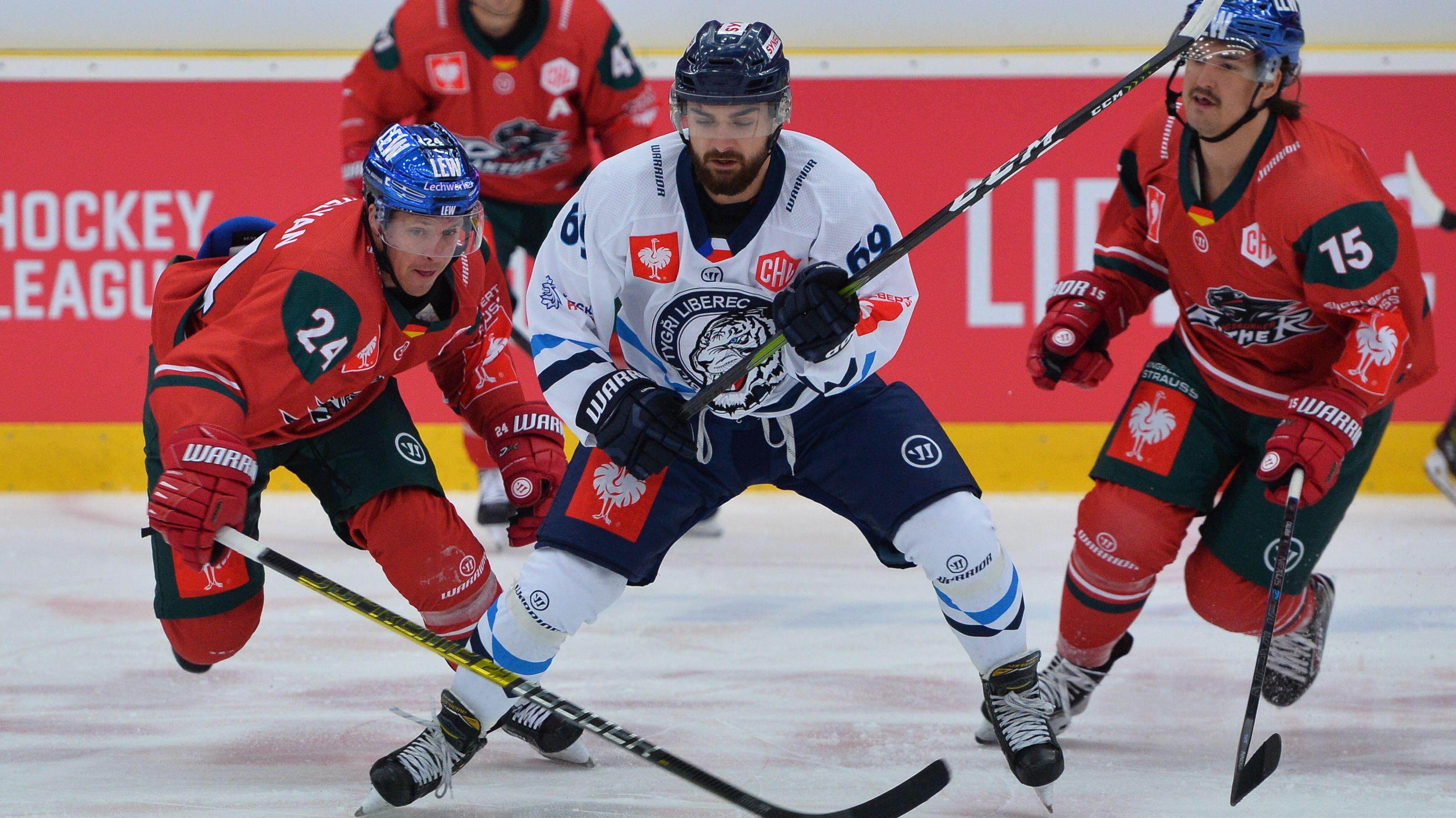 Eishockey-Spieler der Augsburger Panther und von Bili Tygri Liberec