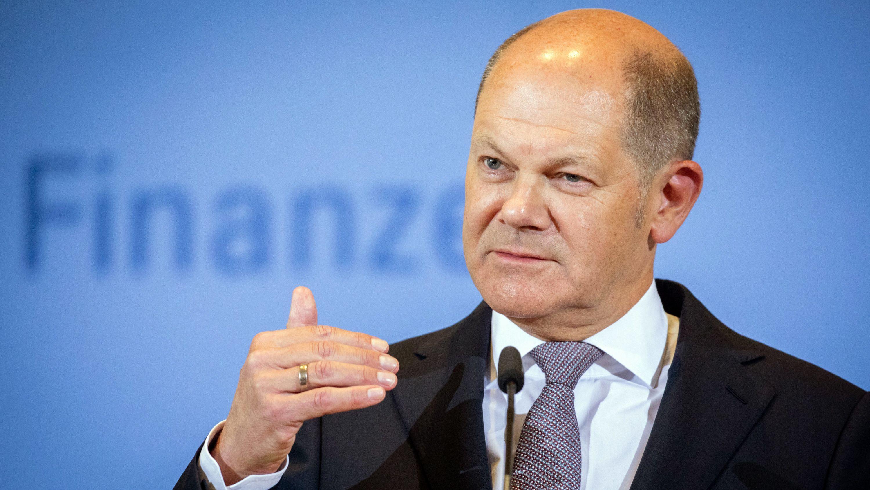 Olaf Scholz (SPD), Bundesminister der Finanzen, spricht auf einer Pressekonferenz in seinem Ministerium zu den Medienvertretern