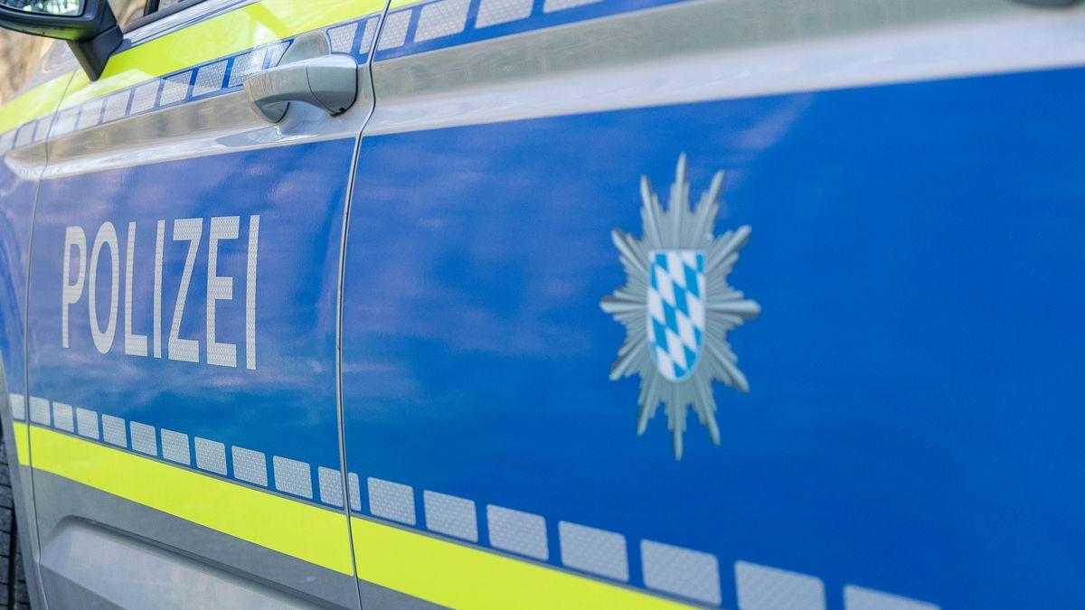 Die Polizei ermittelt gegen die Fahrerin wegen des Verdachts der fahrlässigen Körperverletzung und des unerlaubten Entfernens vom Unfallorts.