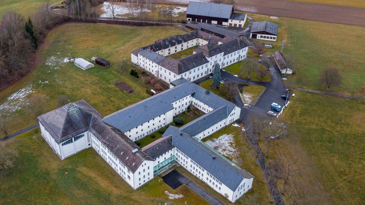 Das kleinste Gymnasium Bayerns schließt nachdem die sechs Schüler ihr Abi abgelegt haben
