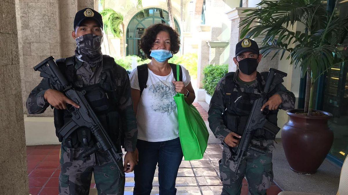 Füsun mit Intensivbetreuung durch philippische Sicherheitskräfte