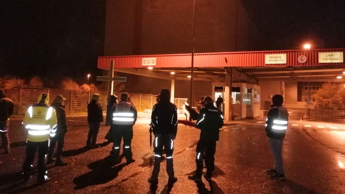 Bauernprotest vor Kaufland-Zentrallager in Donnersdorf.