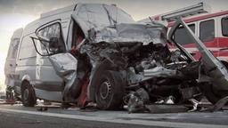 Symbolbild: Verunfallter Kleintransporter   Bild:BR