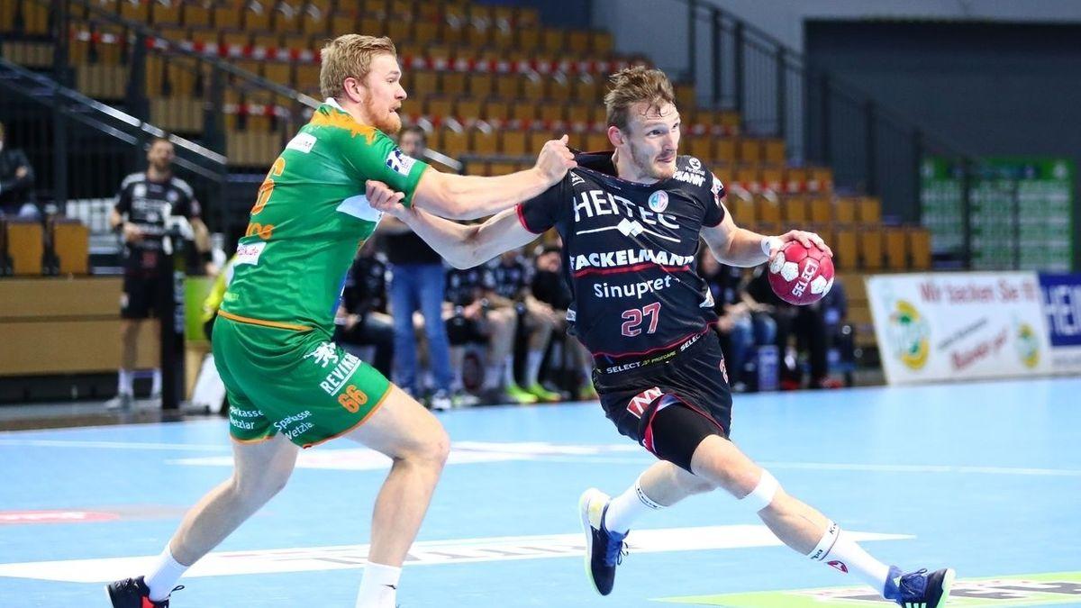 Szene aus einem Handballspiel zwischen dem HC Erlangen und Wetzlar.