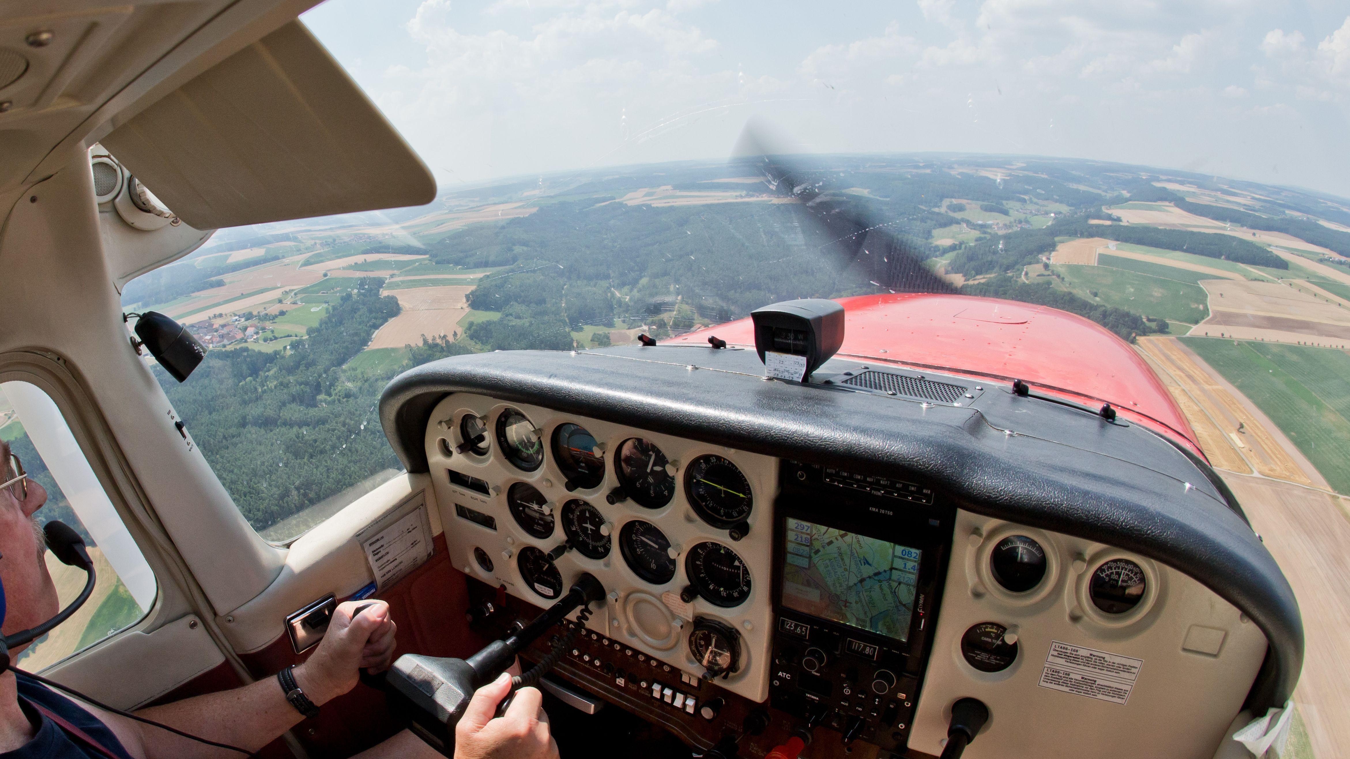 Flugzeug der Flugbereitschaft auf einem Beobachtungsflug wegen Waldbrandgefahr