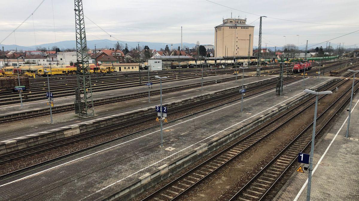 Blick auf das Gelände des Plattlinger Bahnhofs