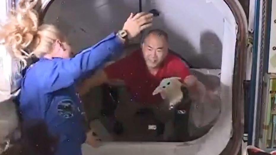 Begrüßung beim Andocken an die ISS