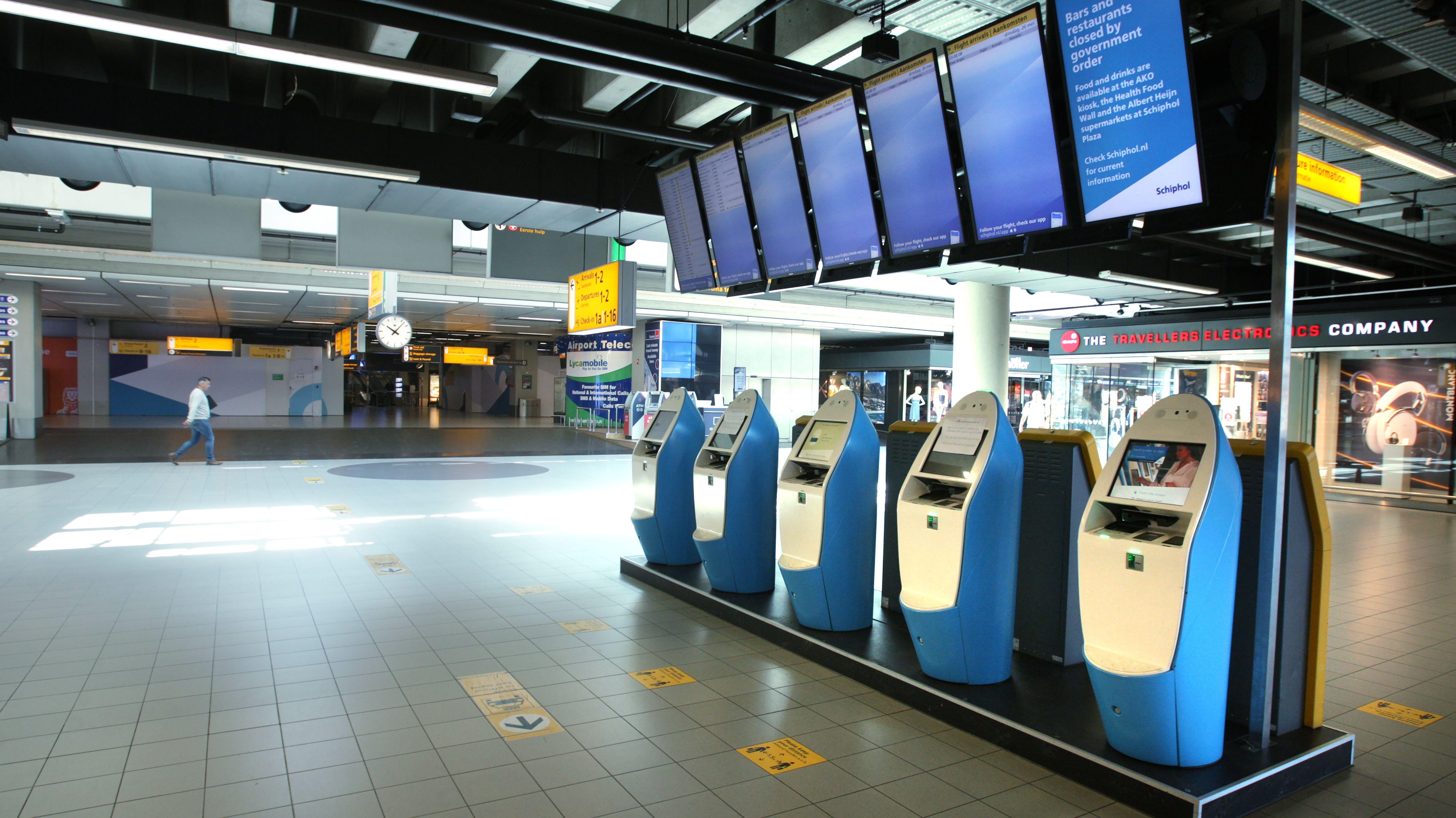 Leere Check-In am Flughafen