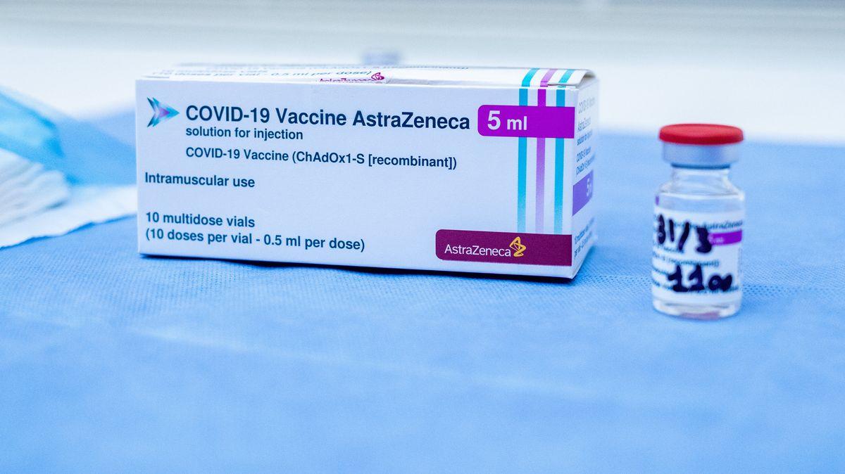 Packung Covid-19-Impfstoff von Astrazeneca mit Ampulle