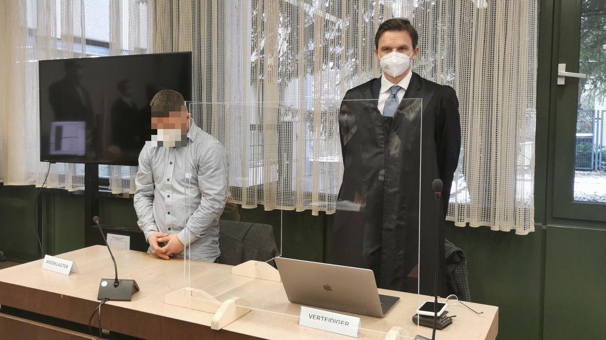 Raserprozess in München: der Angeklagte mit seinem Verteidiger