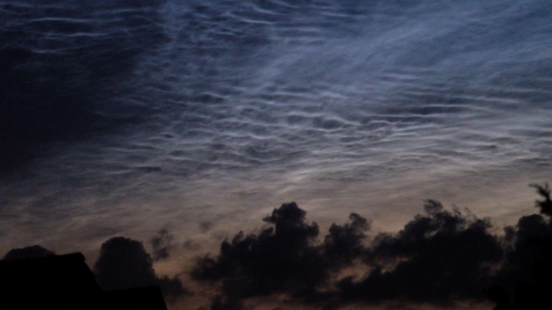 Leuchtende Nachtwolken über Nürnberg