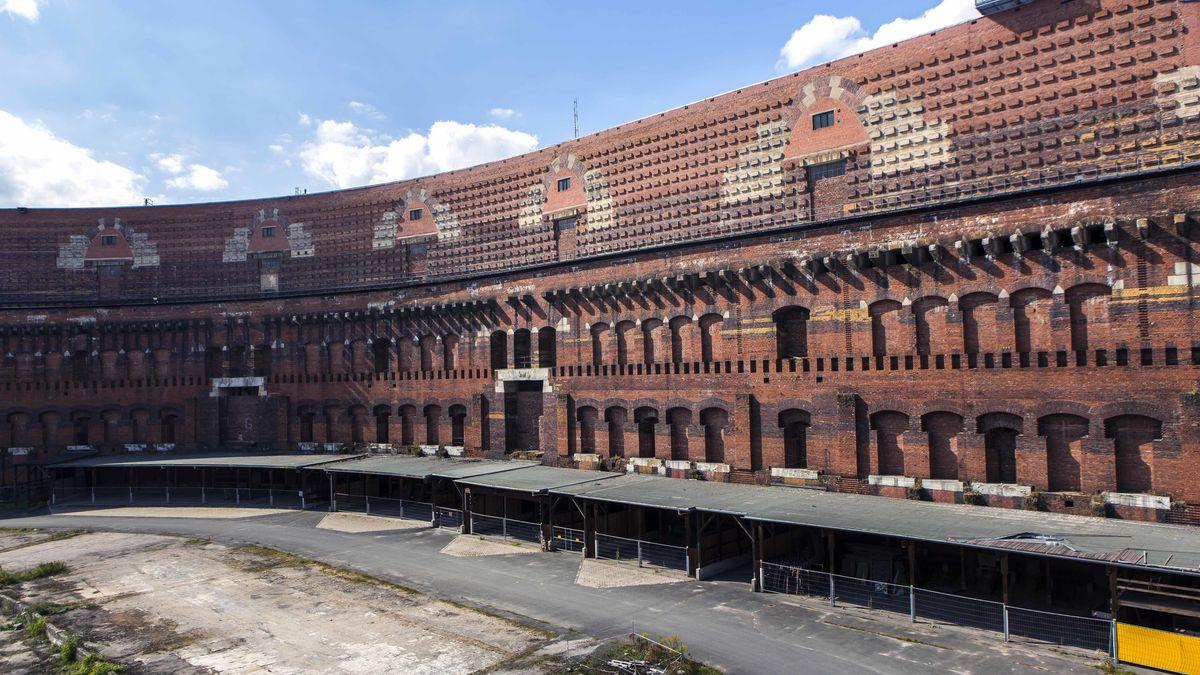 Innenhof der unvollendeten Kongresshalle der NSDAP von 1939 auf dem ehemaligen Reichsparteitagsgelände