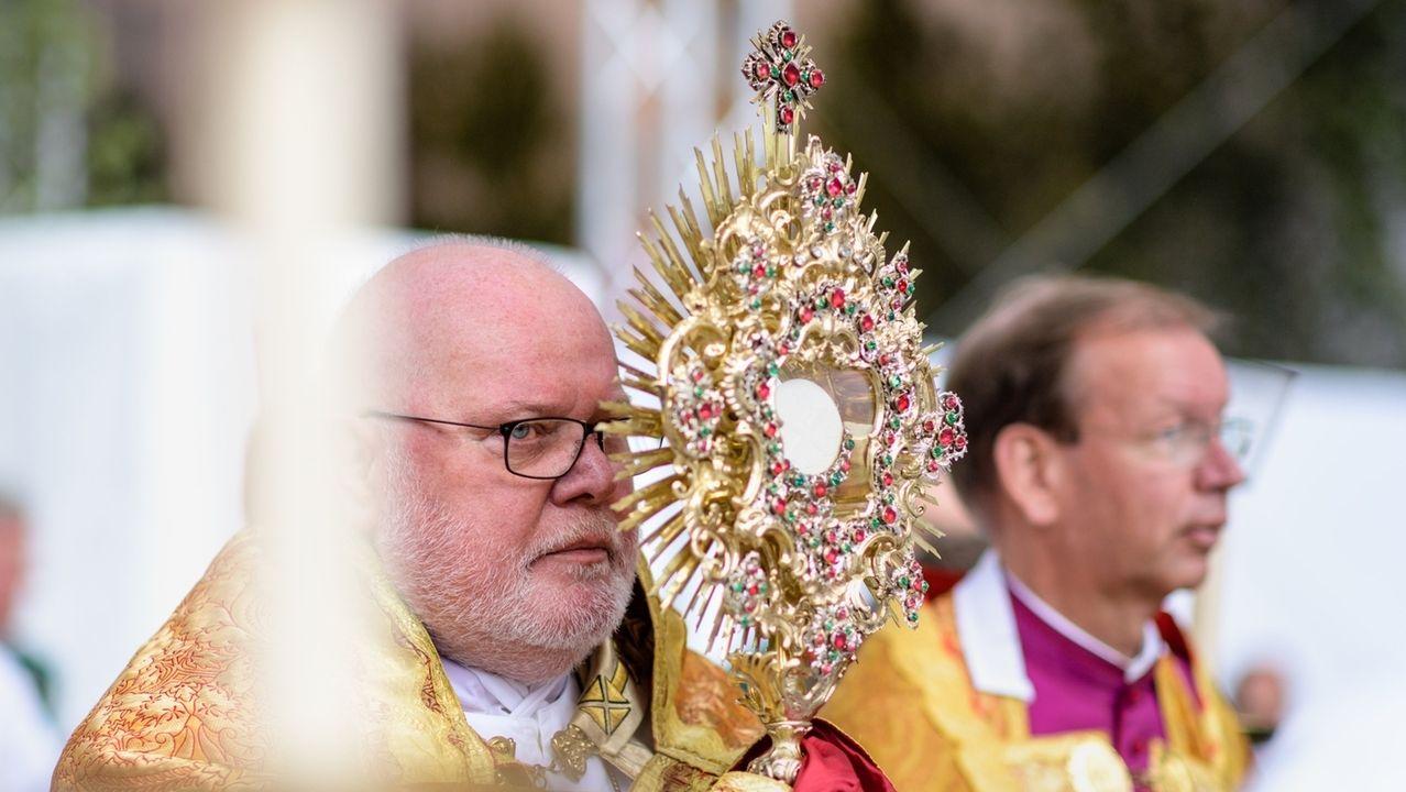 Kardinal Marx bei der Fronleichnamsprozession am 20.06.2019 in München.