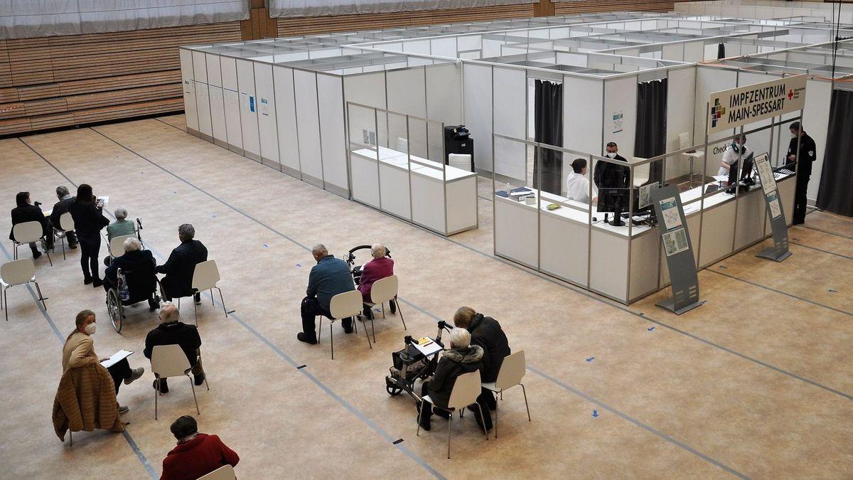 Das Impfzentrum Main-Spessart in der Spessarttorhalle in Lohr am Main