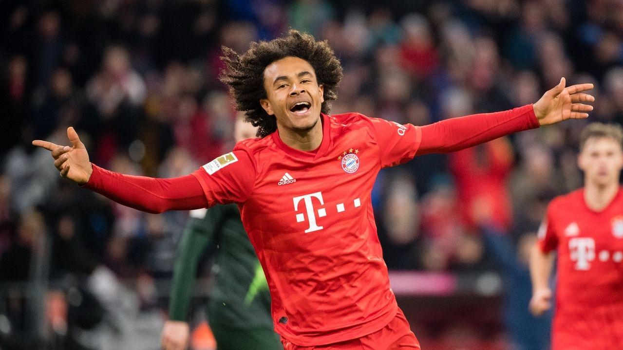 Joshua Zirkzee vom FC Bayern München jubelt über seinen Treffer zum 1:0.