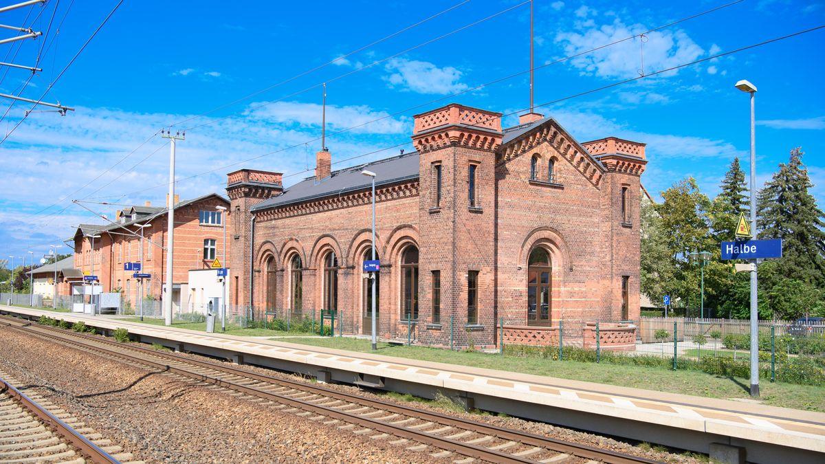 Der Kaiserbahnhof an der Bahnstrecke Berlin - Görlitz.