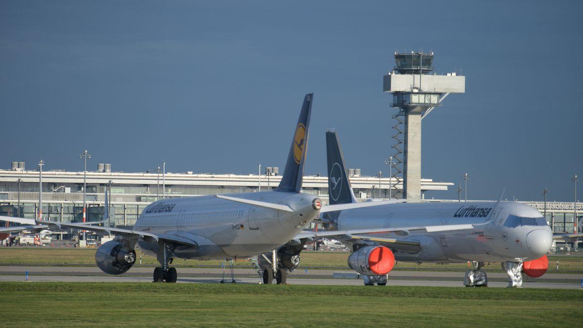 Parkende Flugzeuge der Lufthansa