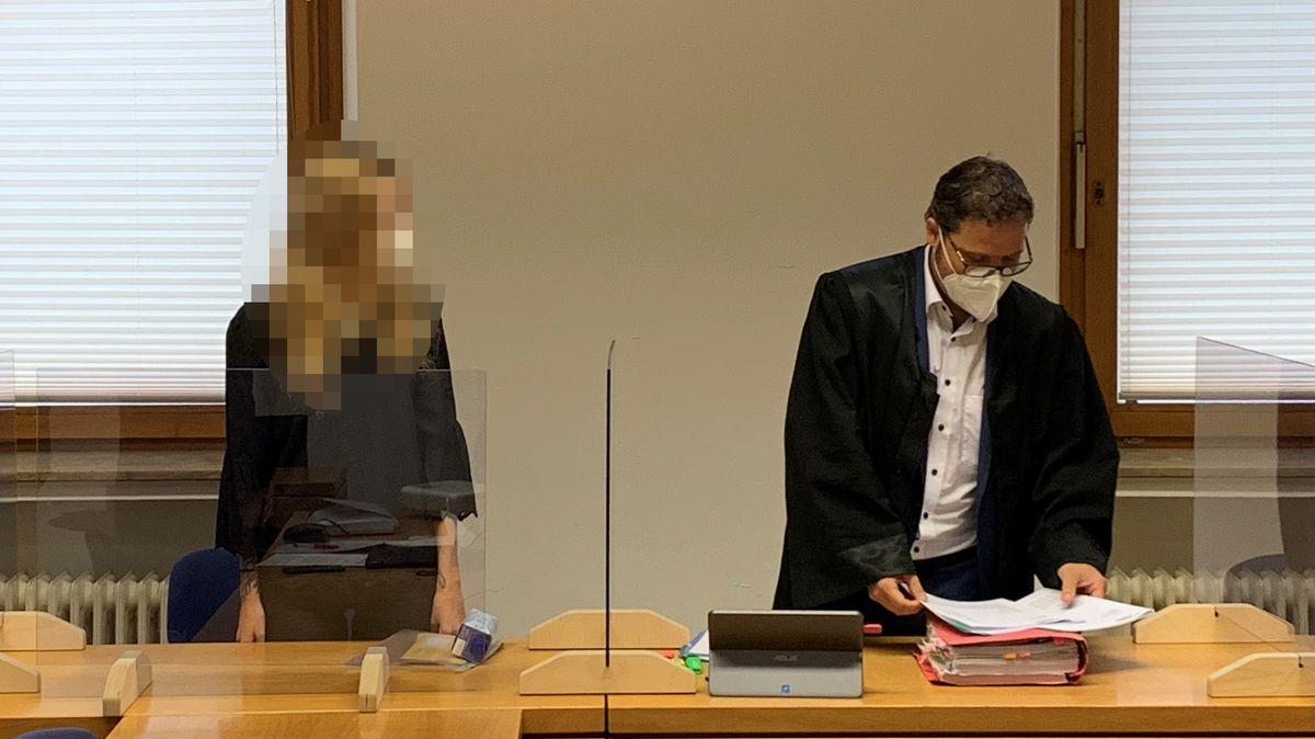 Vor Gericht: eine 27-jährige, die ihr Baby direkt nach der Geburt getötet haben soll