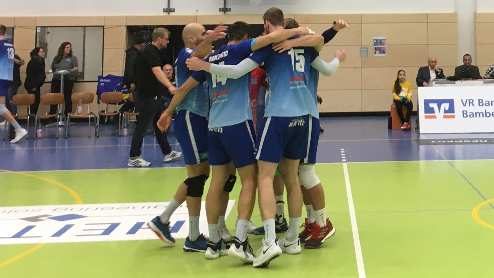 Die Heitec Volleys Eltmann freuen sich über den Sieg gegen die Volleyball Bisons Bühl