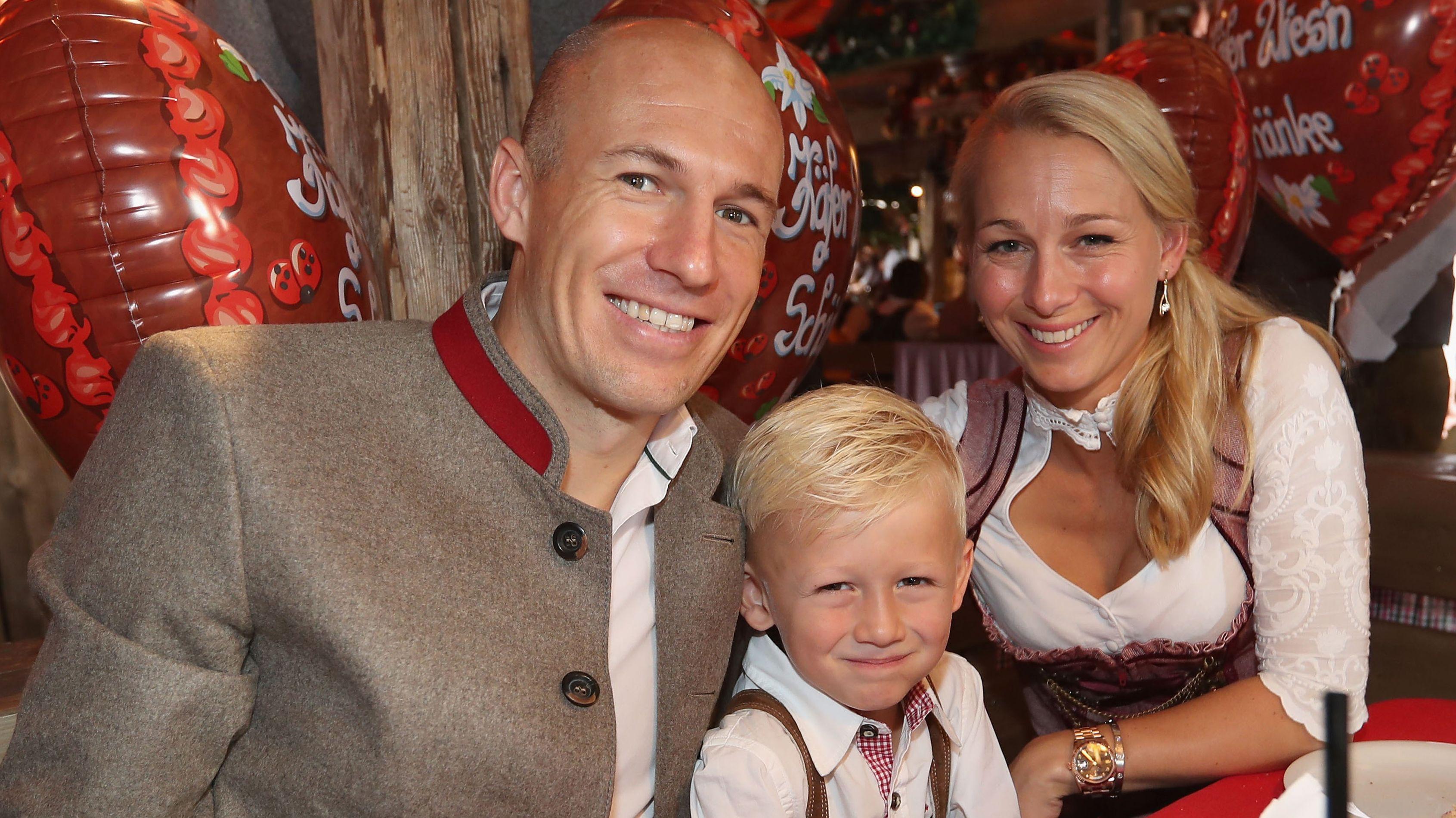Arjen Robben mit Ehefrau und Kind