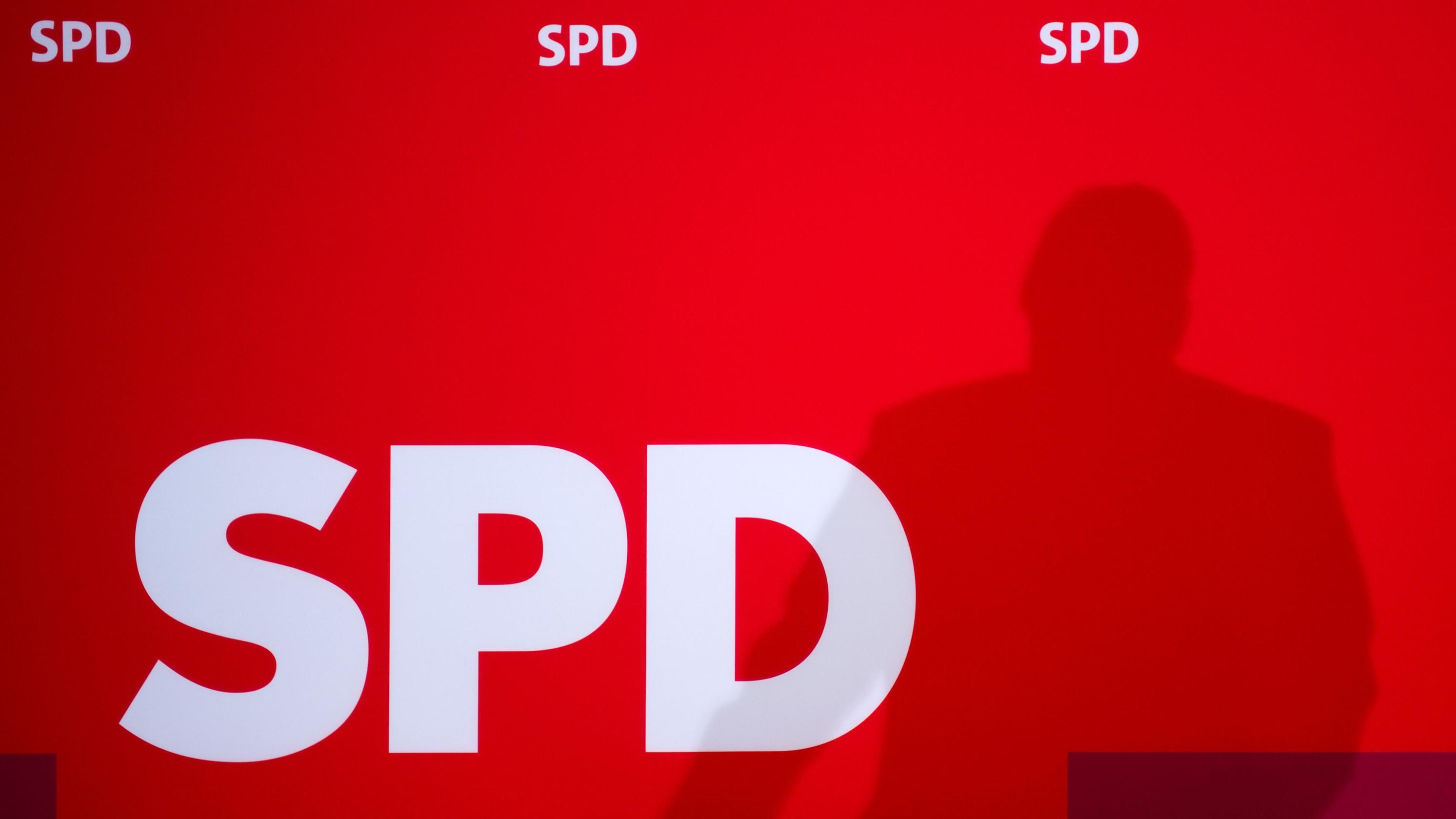 SPD-Logo bei einer Parteiveranstaltung (Archiv)