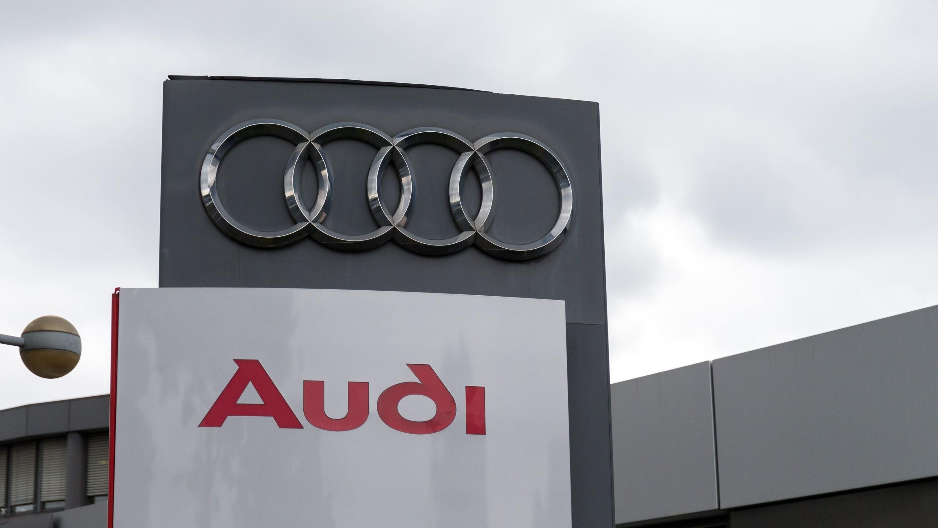 Audi-Logo bei einem VW-Händler