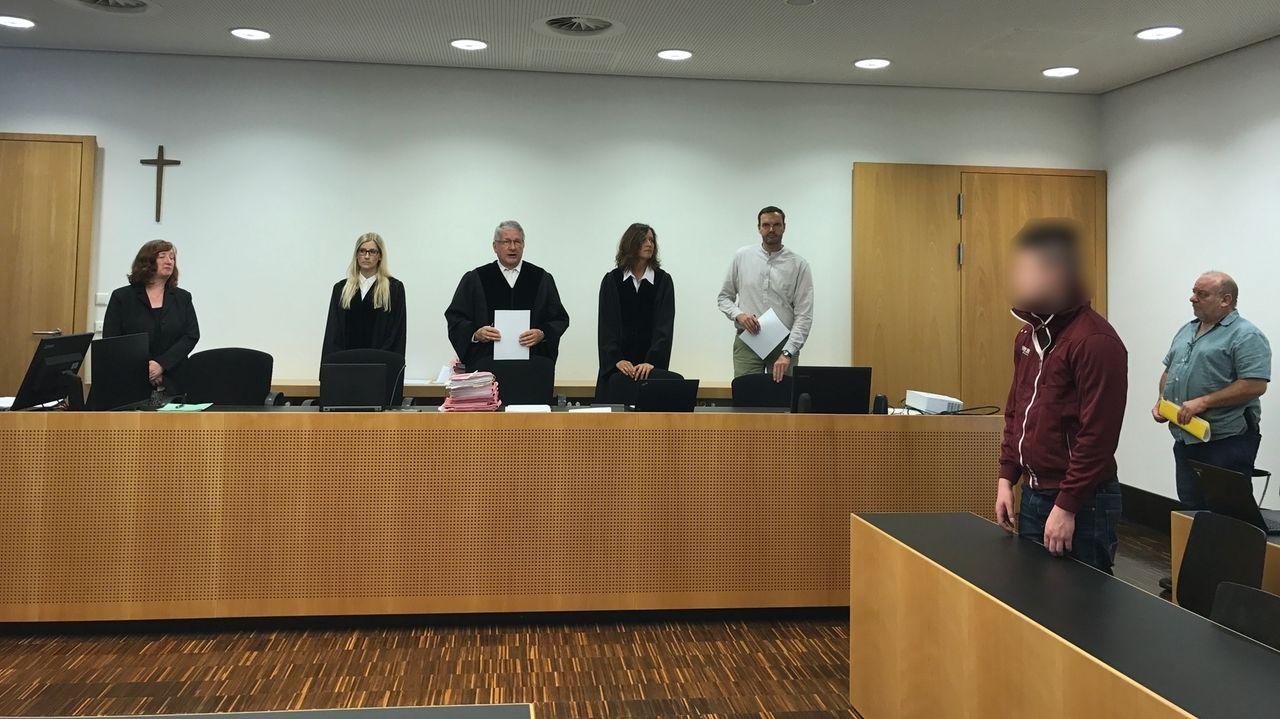 In Augsburg steht ein 21-Jähriger wegen einer Vergewaltigung eines Mädchens in der Wittelsbacher Schule vor Gericht